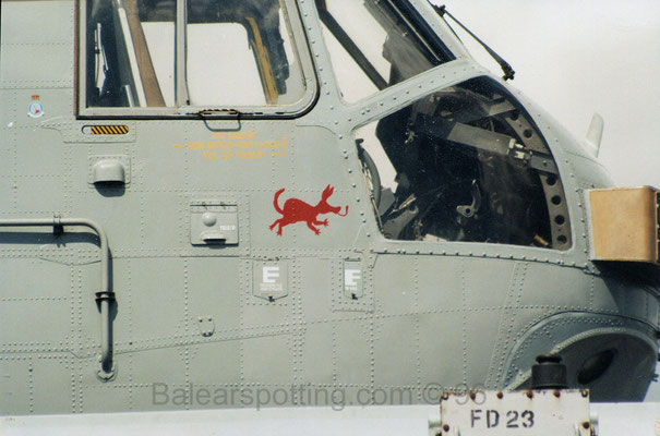 Mascota de la Escuadrilla A del 849 NAS sobre un Sea King AEW.2 (R05 Invincible 19.09.1996)