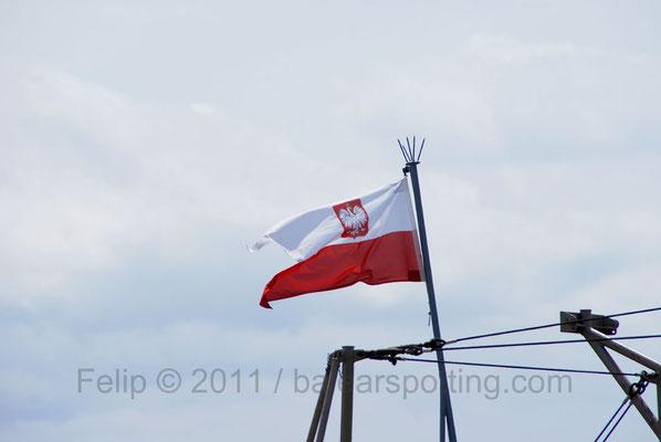 La poco habitual bandera polaca en buques militares por nuestras aguas.