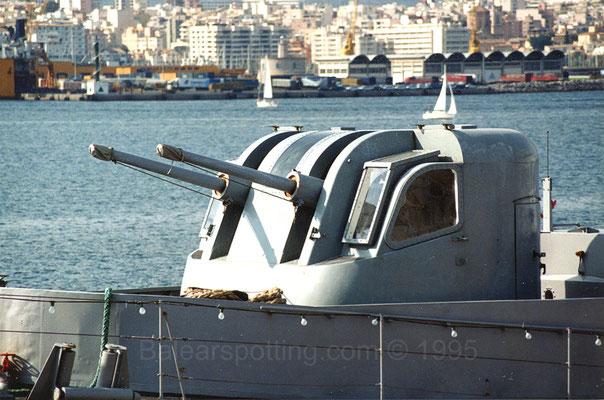 Cañón doble Mk.33DP de 76mm