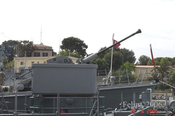 Los cañones han ido evolucionando desde el cañón Bofors de 40mm ...
