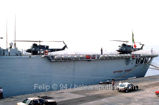 En esta toma se aprecia las dimensiones de la cubierta de vuelo y su capacidad para operar varios helicópteros simultaneamente.