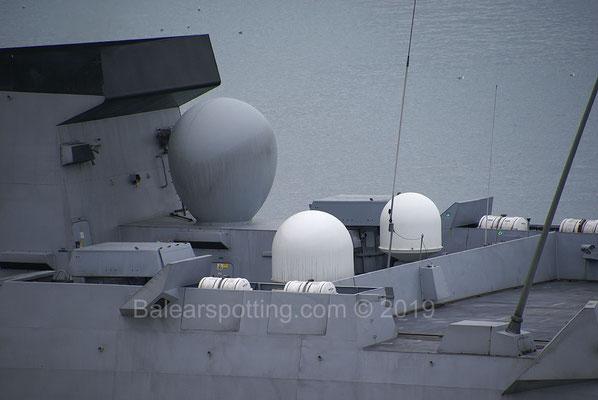 Antenas de comunicación y lanzador de señuelos contra-torpedos CANTO-V