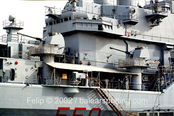 Disposición de los cañones proeles de babor  OTO Melara Allargato 76 mm 62 cal