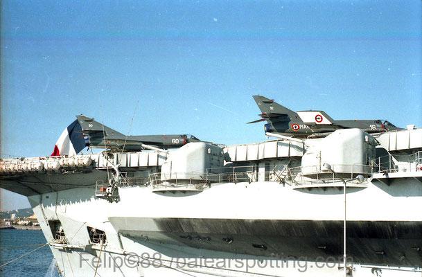 """Super Etendart """"16"""" y """"60"""" de la 16F sobre la cubierta del R99 Foch en 1988"""