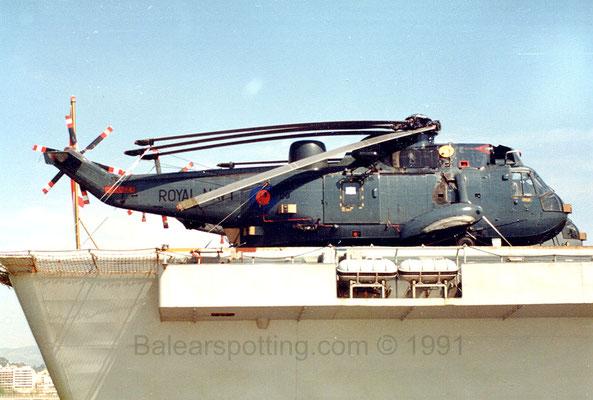 Sea King HAS.5 con su esquema de pintura extra dark sea grey (R07 Ark Royal 28.03.1991)
