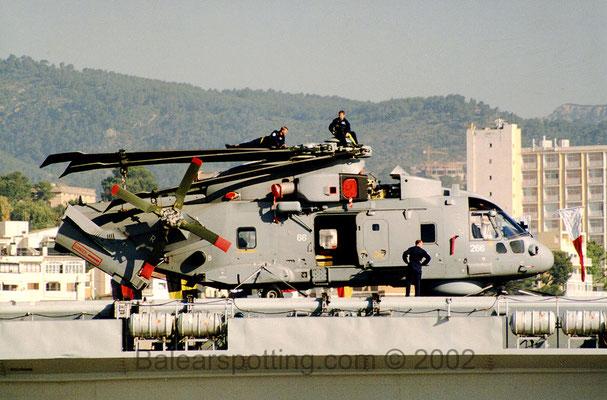 AW-101 Merlin del 814 NAS (R07 Ark Royal 10.06.2002)