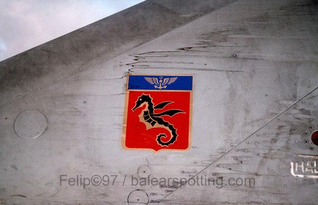Escudo de la 11ª Flotille sobre un Super Etendart