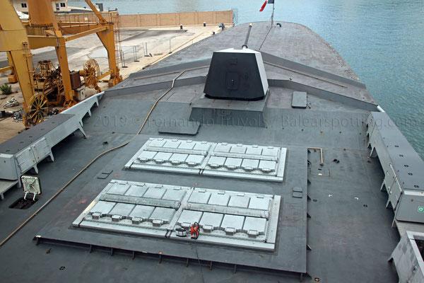 Lanzadores de 16 celdas Sylver A43 para misiles Aster 15 y Sylver A70 para misiles de crucero SCALP