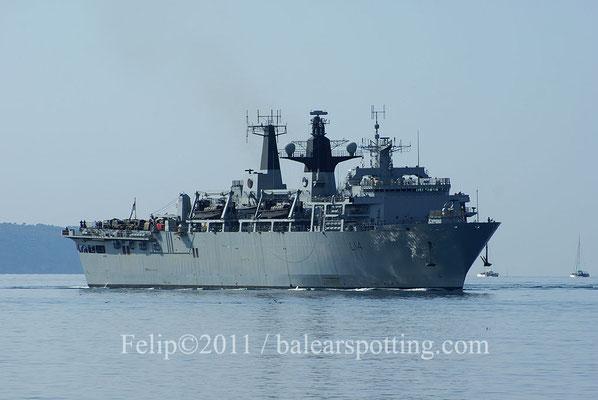 El L-14 Albion dirigiendose al puerto de Palma el 29 de Julio del 2011
