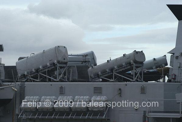 Tubos lanzadores del Teseo Otomat Mk 2 en sus versiones simples y dobles