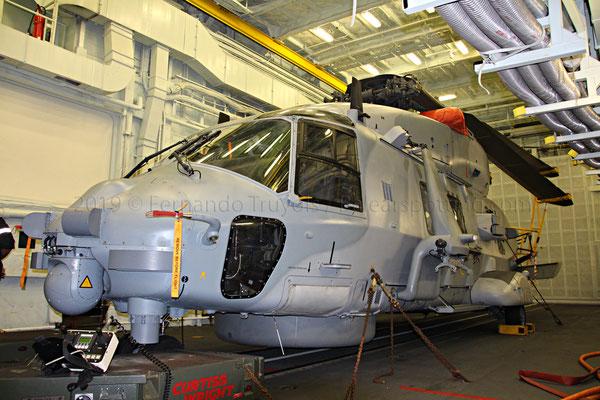 Helicóptero NH-90 Caiman en el interior del hangar