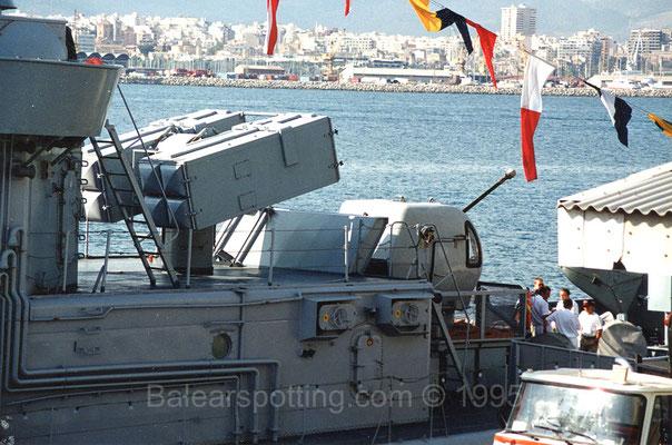 Lanzador de misiles Sea Sparrow y cañón de 40mm