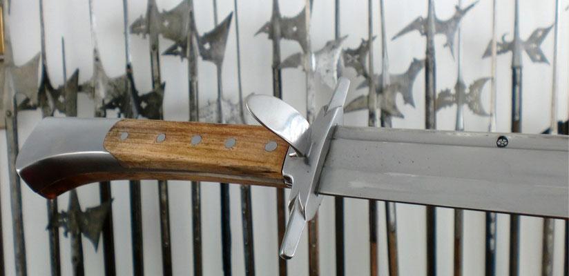 Langes Messer