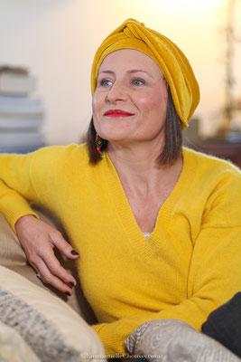 Bonnet et turban en velours de coton jaune safran