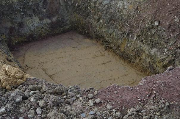 Die Grube für die Zisterne.