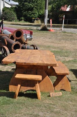 Massive Holz-Gartenmöbel zum Spottpreis