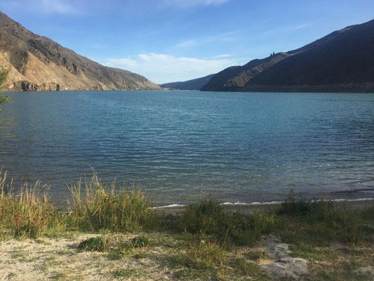 """Aussicht von unserem """"Campingplatz"""" am Lake Dunstan"""