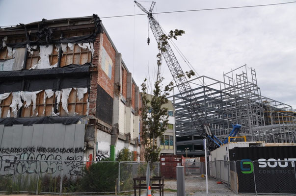 Ein Sinnbild für Christchurch - Neben beschädigten Gebäuden entsteht etwas Neues.