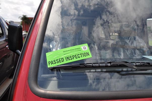 """""""Inspektion bestanden"""" - Auch unser VW-Bus hat die Zollkontrolle erfolgreich hinter sich gebracht"""