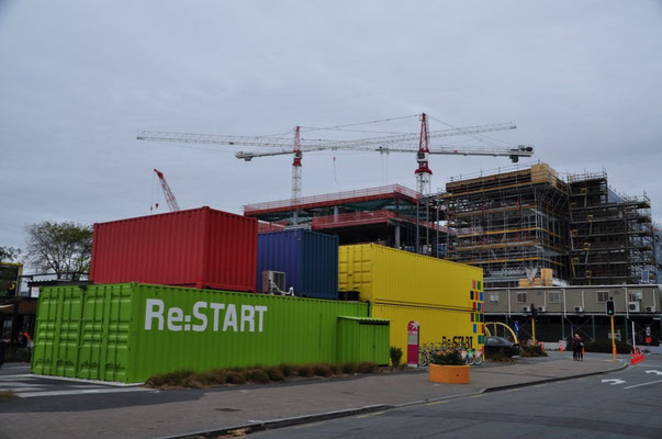 Re:START Mall - Schiffscontainer, welche Shops und Cafés beherbergen...