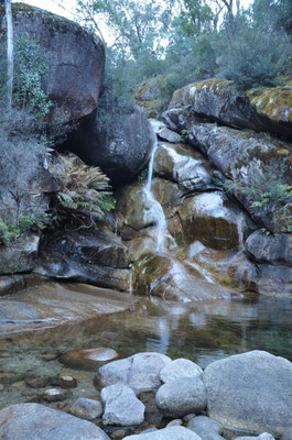 Kleiner Wasserfall mit Pool unterhalb der Eurobin Falls