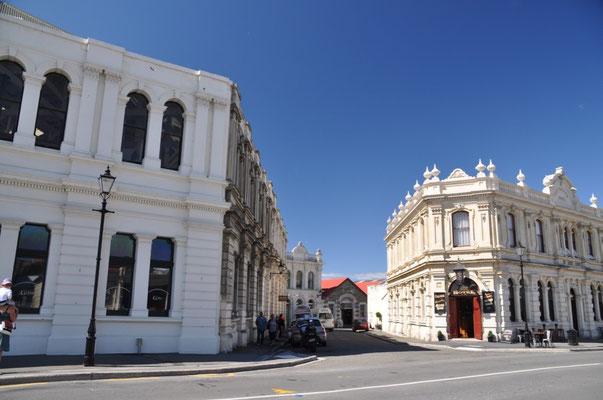 Rechts das Criterion Hotel im viktorianischen Stil von 1877.
