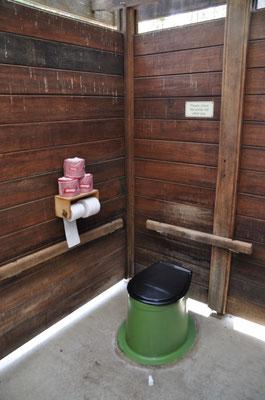 ...hat sogar lieblich duftende WC-Rollen.