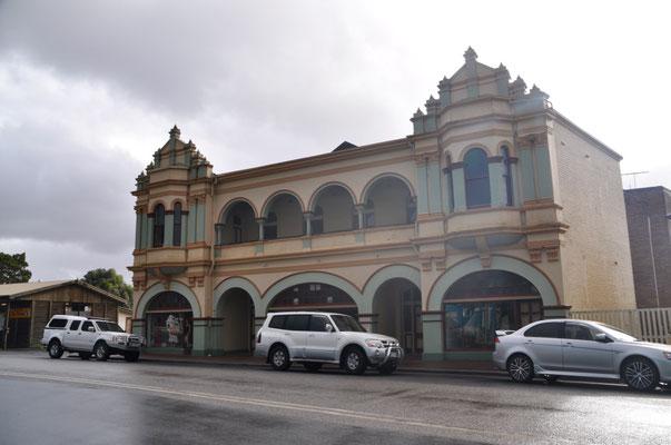 Das Gaiety Theatre in Zeehan von aussen...