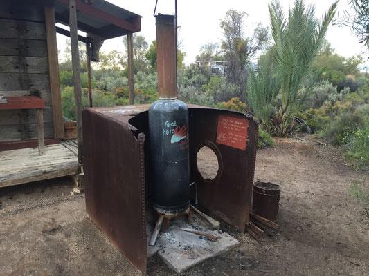 Donkey (Warmwassersystem mit Holzfeuerung): Solange der Tank heiss ist, gibts auch heisses Wasser.