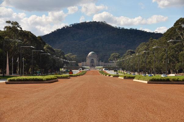 Aussicht von der Anzac Parade auf das Australian War Memorial