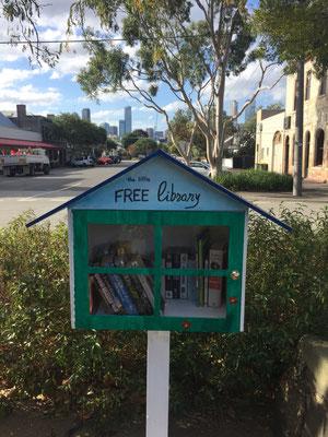 Die wohl kleinste (kostenlose) Strassen-Bibliothek, die ich je gesehen habe.