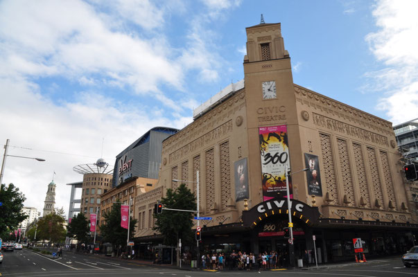 Sightseeing in Auckland City - Civic Theatre