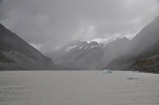Ankunft beim Hooker Gletscher - leider auch von hier keine freie Sicht auf den Mount Cook.