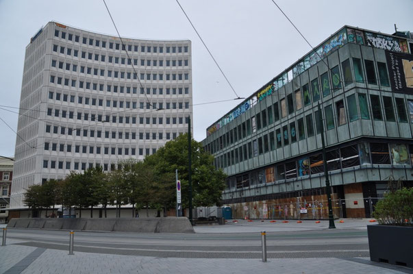 Vieles scheint auf den ersten Blick unversehrt (beide Gebäude sind seit dem Erdbeben unbewohnbar)