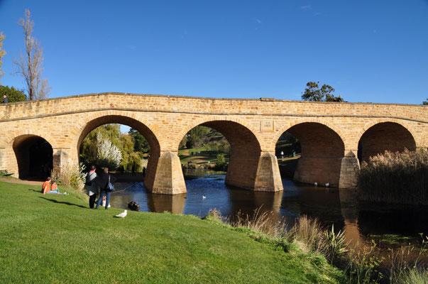 Richmond Bridge ist die älteste steinerne Groß-Brücke Australiens und wurde von 1823 bis 1825 von Häftlingen erbaut.