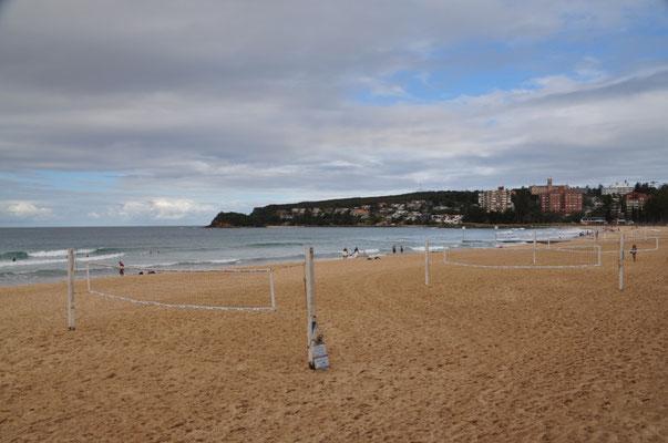 Einsame Beachvolleyballfelder am Strand von Manly