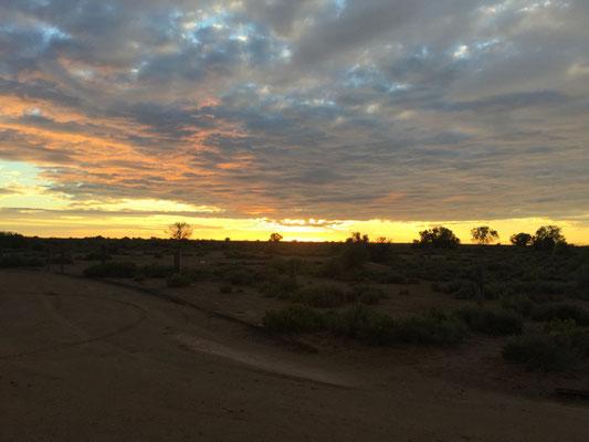 Sonnenaufgang über dem Outback