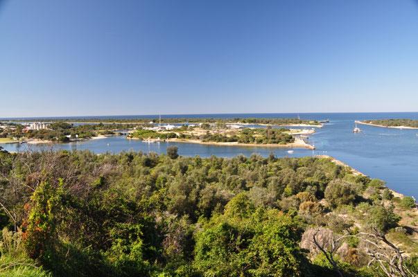 """Lake Entrance: Der """"Eingang der Seen"""" ist dort, wo der See eine schmale Verbindung mit dem Tasmanischen Meer knüpft."""