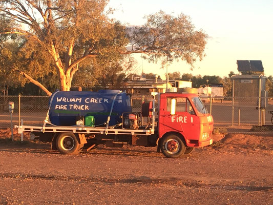 Sogar ein Feuerwehrauto hats hier. Und ein solarbetriebenes, öffentliches Telefon (es war das erste in Australien!)