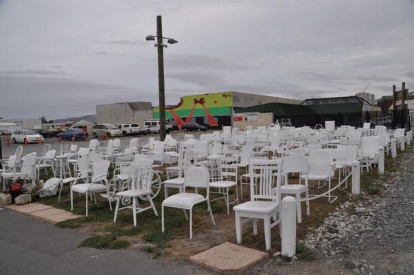 Die Gedenkstätte für die 185 Todesopfer - Ein Stuhl für jedes Menschenleben