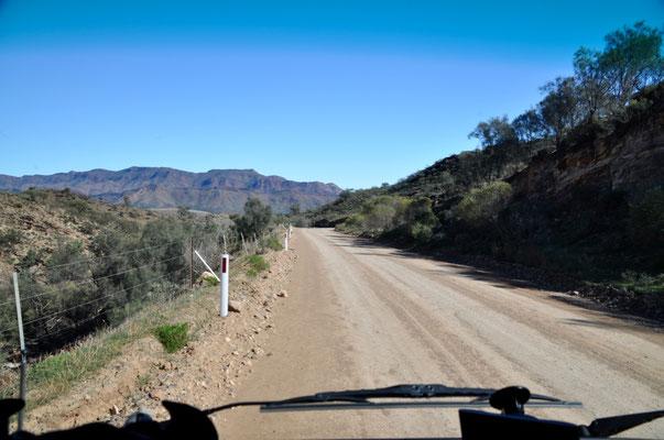 Abkürzung nach die Parachilna Schlucht - 35 km Schotterstrasse