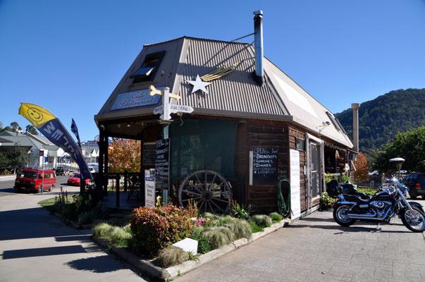 Mittagspause in einem gemütlichen Café in der ehemaligen Goldgräberstadt in Omeo