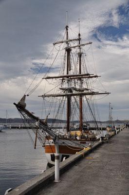 Segelschiff im Hafen von Hobart