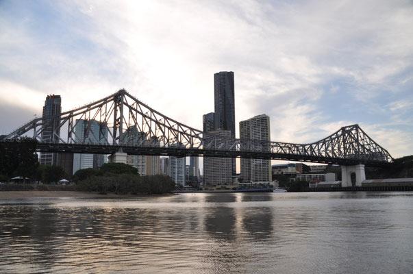 Story Bridge - eingefangen auf einer abendlichen Flusstaxi-Fahrt
