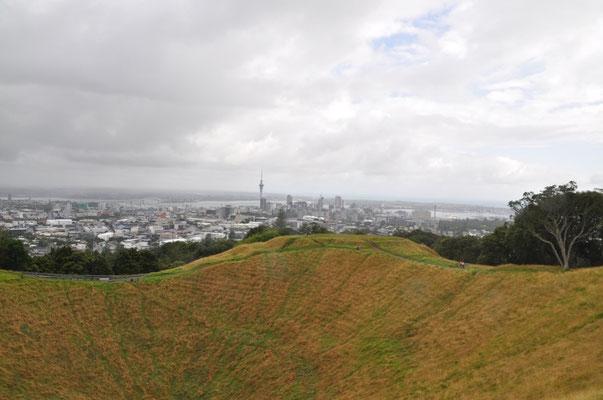 Aussicht von Mount Eden mit Blick auf den Krater und Auckland City