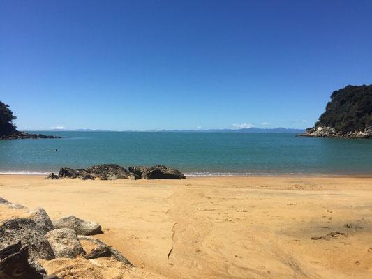 """Unser"" Badestrand am Te Pukatea Bay"