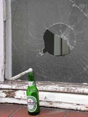 Bier-Glas-Loch!
