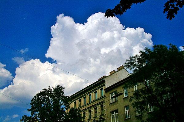 erste Gewitterwolken über Wien
