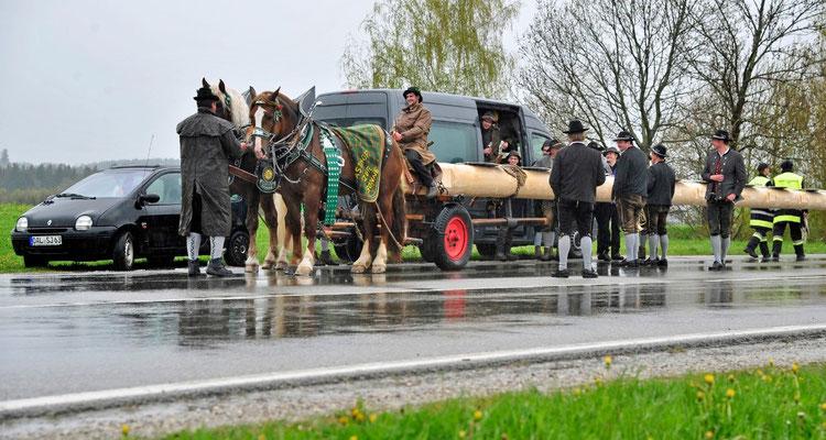 Fertig zum Einmarsch ins Dorf                                                                                                                                Foto: Manfred Zinns