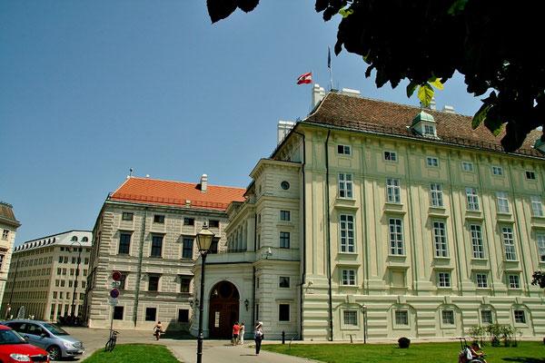 gleich neben der Hofburg: Sitz des österreichischen Bundespräsidenten,